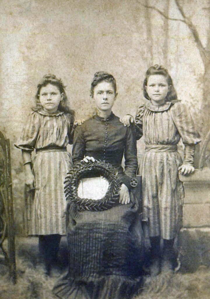 Dona, Mildred, and Minnie Williams