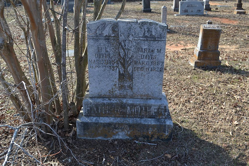 Headstone of Lynn and Sallie Davis